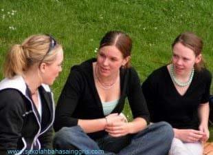 3 Contoh Dialog Bahasa Inggris Terbaik 3 Orang+Artinya