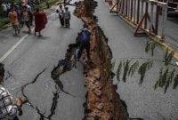 "Contoh Explanation Text About Earthquake dan Artinya ""TERBARU"""
