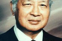 Contoh Biografi Dalam Bahasa Inggris Tentang 'Soeharto' Beserta Artinya