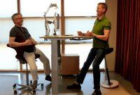 """""""Sit vs Sit Down"""" : Perbedaan Dan Contoh Kalimat Dalam Bahasa Inggris"""