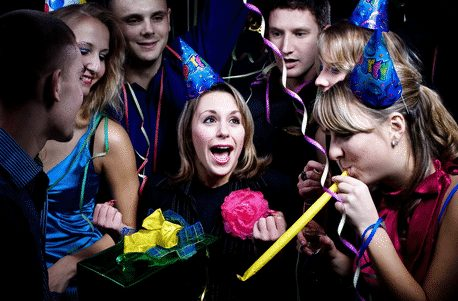 7 Ungkapan Dalam Bahasa Inggris Untuk Bersenang Senang Dengan Teman